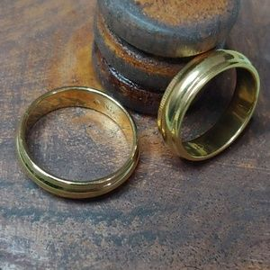 2 gold toned rings